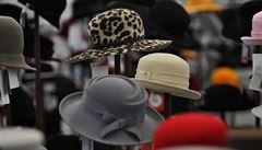 České módní značky sílí. Klobouky, obleky i montérky jdou na dračku