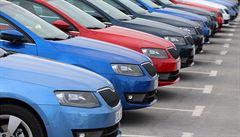 Češi vozí ojeté škodovky ve velkém z ciziny. Kde se vyplatí kupovat a kde ne?