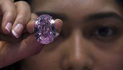 Diamanty jsou jedna velká jistota. I pro zloděje a černý trh