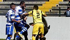 VIDEO: Fotbalista zlomil sudímu kolenem natřikrát nos. O ničem nevím, hájil se