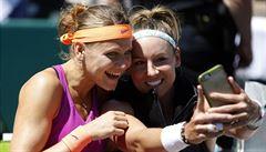 Šafářová s Mattekovou zdolaly Hradeckou se Siniakovou a mají 10. vítězné selfie