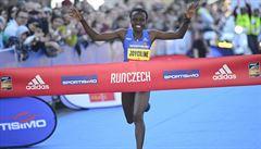 Keňanka Jepkosgeiová ozdobila Pražský půlmaraton novým světovým rekordem
