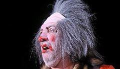 Král klaunů se zrcadlí v synovi, ten je v představení osobitým kumpánem