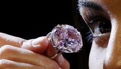 Diamant Pink Star prodán v aukci za rekordních 71,2 milionu dolarů