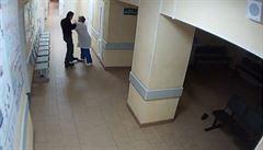 Kopání, facky... Každého pátého zdravotníka napadl pacient. Lze tomu předcházet, říká odborník