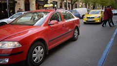 Pokuta až sto tisíc. Senát schválil přísnější postihy za nelegální taxislužbu