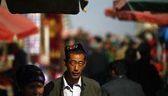 Čína zakázala vousy a závoje v provincii obývané muslimy
