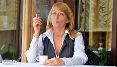 Hospodští vymýšlejí azyly pro kuřáky. Před podnik postaví deštníky či teplomety