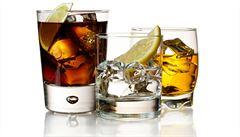 Coca-Colu zlákal alkohol. Začala v Česku prodávat Cinzano či Aperol