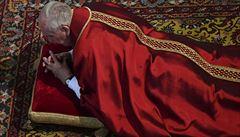 Papež odsloužil velkopáteční mši. Vzpomněl na děti, které se staly obětí útoků