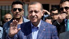 Agentura S&P snížila rating Turecka, centrální banka podle ní čelí tlaku Erdogana