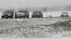 Pozor na rozbředlý sníh. Silnice v Česku jsou místy sjízdné se zvýšenou opatrností