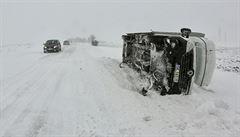 Sníh na silnicích komplikuje dopravu. Na Bruntálsku napadlo až 60 cm