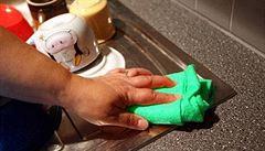Co prozrazuje prach v domácnosti? Vědci zkoumají, jak se liší komunity bakterií