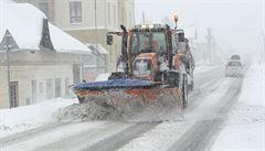 Dopravu v Česku na řadě míst komplikuje sníh. Problémy jsou i na dálnici D6