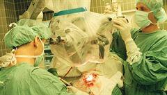 Průlomová transplantace: turečtí lékaři přišili muži obě nohy i ruce