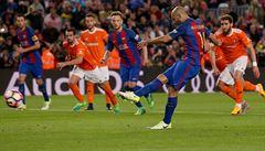 VIDEO: Více než klub! Mascherana dotlačili k první trefě za 'Barcu' diváci i spoluhráči