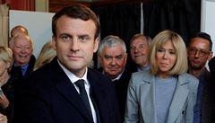 Macron s Le Penovou slaví. V Česku začnou Zeman s Drahošem teprve sbírat hlasy