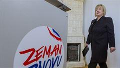 Zemanův tým začal sbírat podpisy, první se podepsala jeho žena Ivana