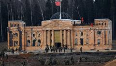 VIDEO: V ruském 'vojenském Disneylandu' při rekonstrukci znovu dobyli Říšský sněm