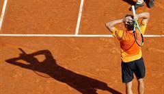 VIDEO: Neskutečný zářez. Sudí vtáhl Nadalův úder do kurtu, i když skončil daleko v autu