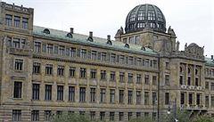 Kolos na vltavském nábřeží. Jak to bylo s kontroverzním sídlem ministerstva?