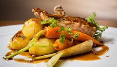 Oběd kancelářských krys: Kam zajít na českou hotovku v Dejvicích?