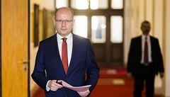 Poslední schůze Sobotkovy vlády, Topolánek v Bruselu a papež v Barmě