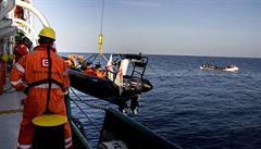 Kůži jim často rozežírá směs paliva s vodou, říká Češka o pomoci migrantům na moři