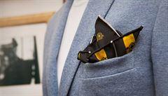 Motýlek, kravata či šátek jako koření pánského šatníku. Náramkům se ale vyhněte