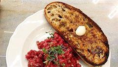Oběd kancelářských krys: Kde si dát v centru Prahy skvělé maso na stojáka?