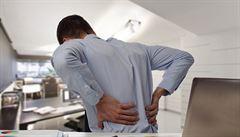 Za bolest zad může nedostatek pohybu, stres a obezita, říká lékařka