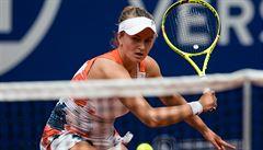 Krejčíková je po skreči Siegemundové ve čtvrtfinále, postoupil také Berdych