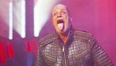 Zpěvák kapely Rammstein byl na jednotce intenzivní péče, o koronavir prý nešlo