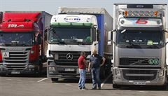 Vnitro plánuje kamionům zakázat jízdu po celou neděli. Autodopravci to kritizují