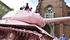 Růžový tank v Brně chtěli přetřít na zeleno