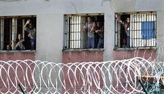 Zradikalizovaný vězeň ve Francii zranil sedm dozorců. Zpacifikovalo ho až 9 mužů