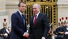 Macron jednal s Putinem ve Versailles. Mluvili o Sýrii i postavení gayů v Čečensku