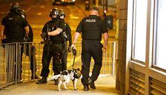 Další razie. Policie kvůli teroristickému útoku v Manchesteru zadržuje už 10 lidí