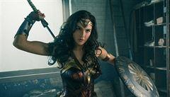 Na superhrdinku chodí do kina hlavně ženy. Těhotná Wonder Woman zbořila kasovní rekord