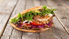 Oběd kancelářských krys: Do které smíchovské kebabárny vyrazit?