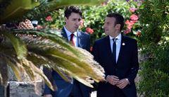 'Jako novomanželé'. Noví nejlepší přátelé Trudeau s Macronem jsou hitem internetu