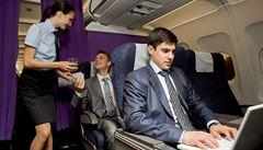 Cestující zvlčili. Kradou nám víno a sledují porno, stěžují si letušky