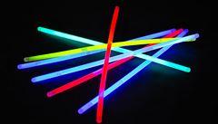 Zeptali jsme se vědců: Jaké chemické látky jsou ve svítících tyčinkách?