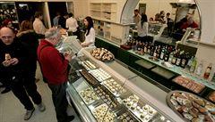 Slavná cukrárna upozornila na problém se stolky na ulicích. Praha chystá změnu