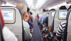 Sklápění sedaček v letadle, největší zdroj konfliktů. Co kdyby se za to platilo?