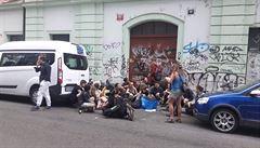 Dům v Hybernské a Senovážné obsadili squatteři, situaci řešila policie