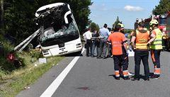 Při nehodě autobusu u Litovle se zranilo 25 lidí, většinou lehce. D35 je uzavřena