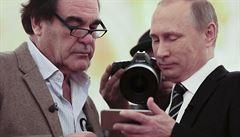 Banality, nepravdy a fráze. Stoneův pompézně propagovaný Svět podle Putina je hlavně nuda