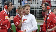 Asi jsou slepí, řádil Vettel po diskvalifikaci z prvního místa. 'Chápu ho,' brání ho i šéf Mercedesu